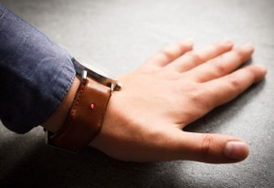 Unique Watch Strap Transforms Any Watch Into A Smartwatch (video)