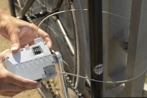Pedal Lock Offers Cyclists A Built In Bike Chain For Security (video)