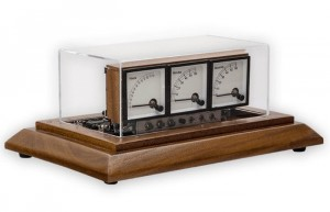 Voltmeter Clock Created Using 3 Analogue Voltmeters (video)