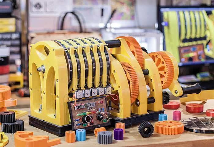 The Beest 3D Printed Hand Cracked Power Generator