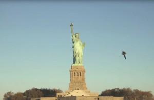JetPack Pilot Flies By Statue Of Liberty (Video)