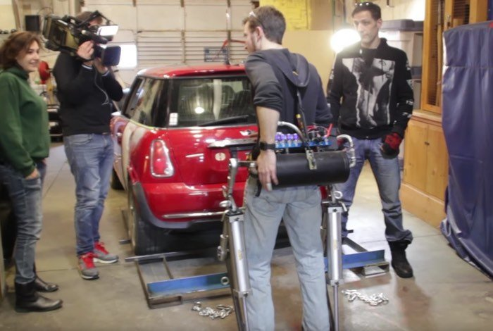DIY Exoskeleton Lifts Mini Cooper Car