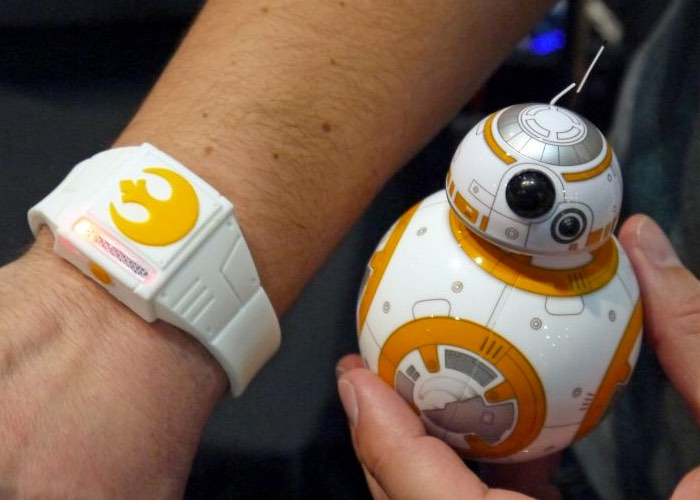 Wearable Star Wars Sphero Force Band Offers Gesture Control For BB-8 (video)