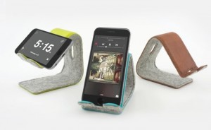 Positionable Leather Smartphone Stand Hits Kickstarter (video)