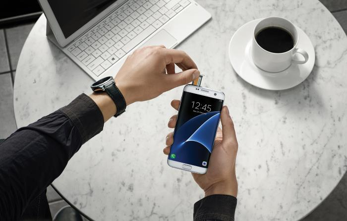Samsung aims to 'redefine' smartphone capabilities with Galaxy S7