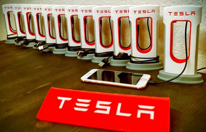 Mini 3D Printed Tesla Smartphone Supercharger