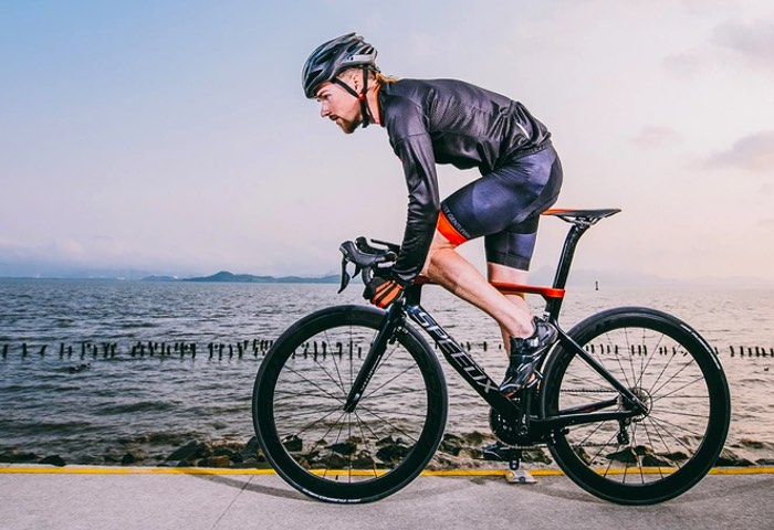 SpeedX Leopard Smart Aero Road Bike