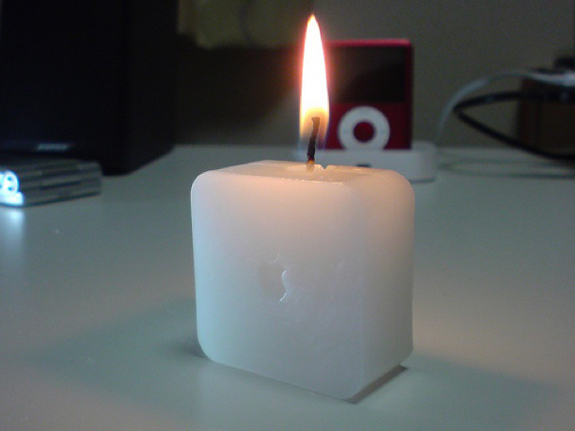 Apple-Time-Capsule-Candle_1