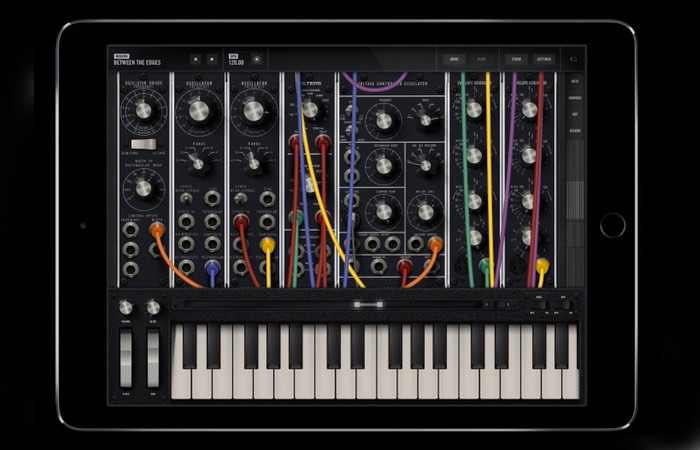 Moog Limited Edition Synthesizer Model 15 App