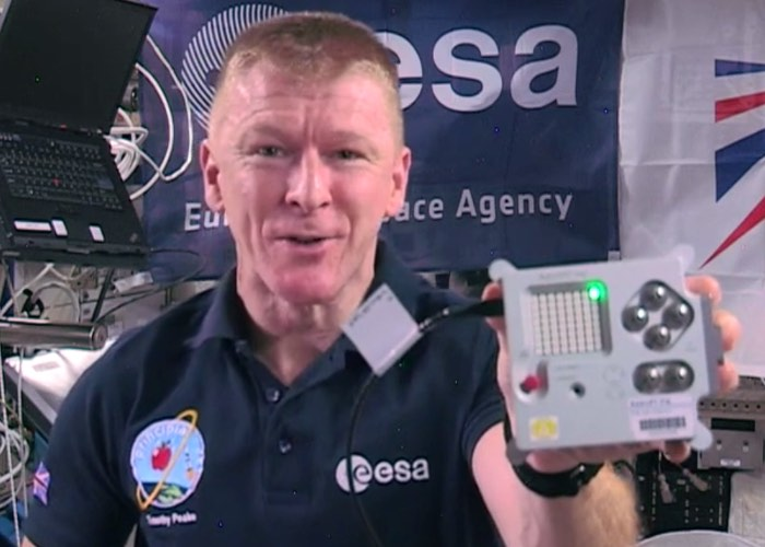 Tim Peake Using Raspberry Pi Astro Pi MP3 Player On The ISS