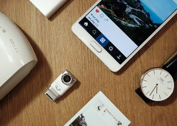 Eye-Plug Transforms Your Smartphone Into A Light Field 3D Camera