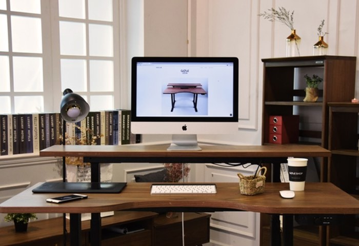 Gaze Smart Standing Desk