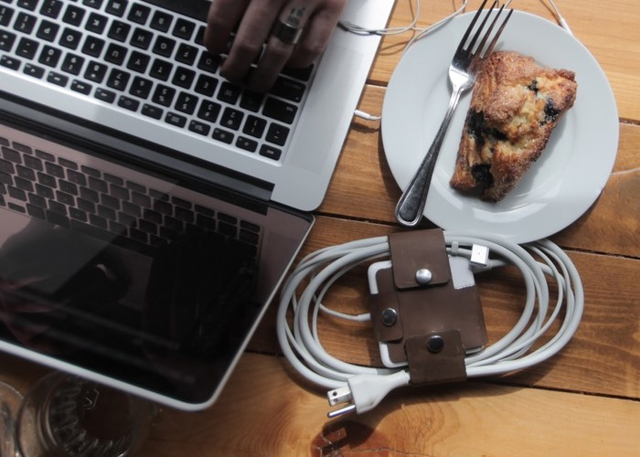 Hula Wrap Helps Keep Your MAcBook Cables Organised