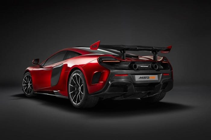The McLaren MSO HS is powered by a 3.9 litre twin turbo V8 engine and it  comes with 700Nm of torque and 679 horsepower.