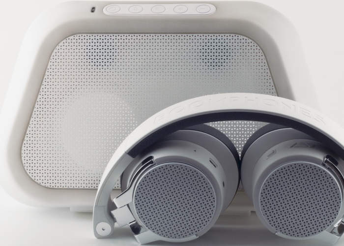 Boomphones With Active Speaker Case