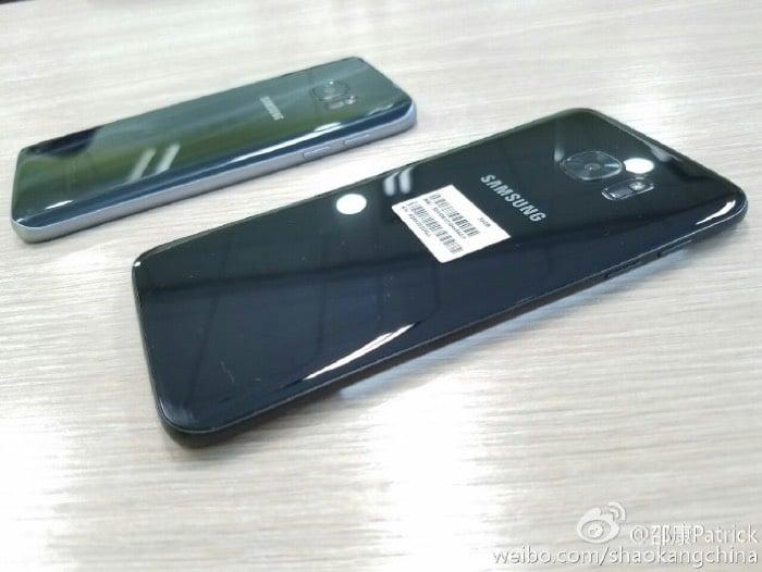 Glossy Black Samsung Galaxy S7 Edge