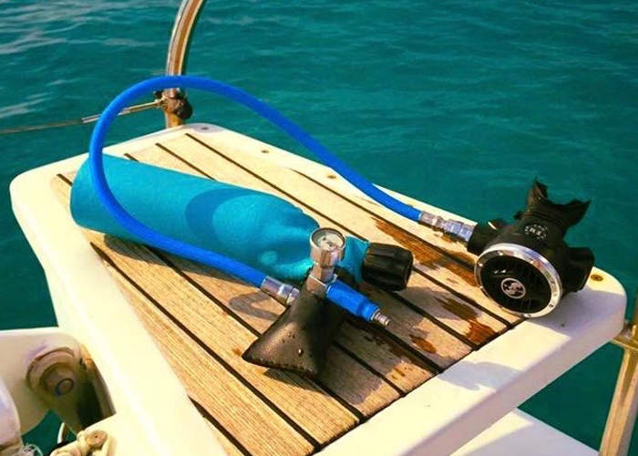 MiniDive Miniature Scuba Tank Can Be Filled using A Hand Pump (video)