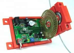 3D Printer Filament Roller And Feeder Offers All-In-One IR Sensor And Alarm (video)