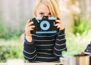 Transform And Old Smartphone Into A Children's Camera Using Pixlplay (video)