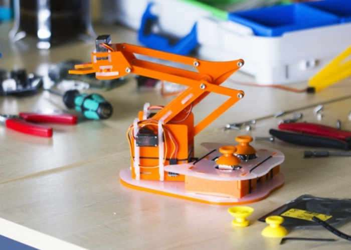 MeArm Pi Raspberry Pi Powered Robot Arm