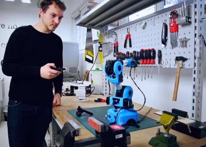 Niryo One Open Source 6 Axis Robotic Arm (video)