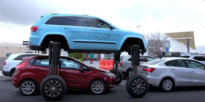 Hum Rider un Jeep Grand Cherokee SUV que pasa por encima de otros coches a tres metros sobre el suelo