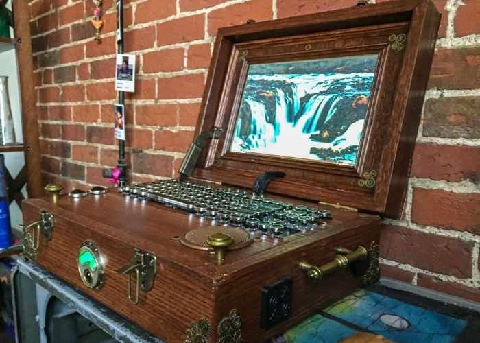 Raspberry Pi Steampunk Laptop - Geeky Gadgets