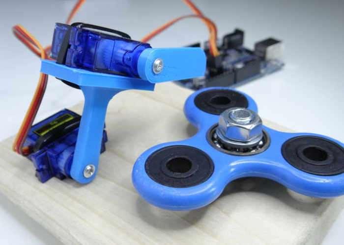 Arduino Fidget Spinning Robot (video)