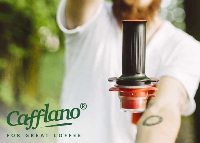 Cafflano Kompresso Portable Espresso Maker (video)