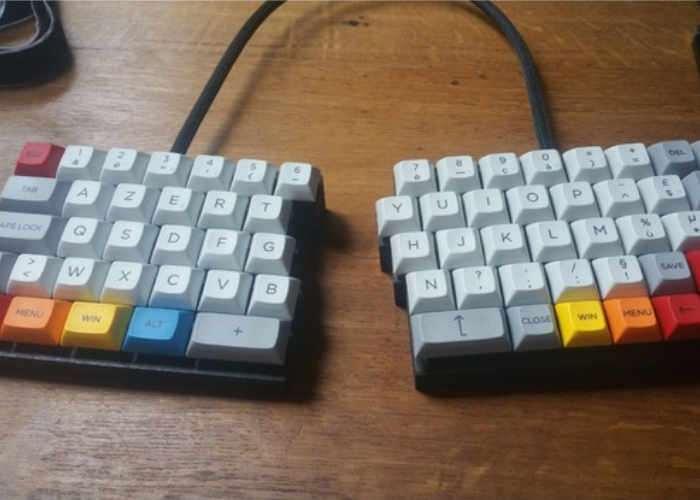DIY Split Mechanical Keyboard By Coumbaya