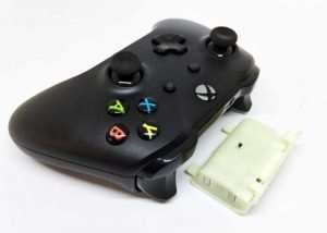 XBox One Controller Qi Wireless Rechargeable Battery Pack (video)
