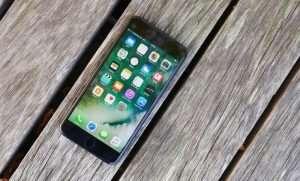 iOS 10.3.2 vs iOS 10.3.3 Beta 4 Speed Test (Video)