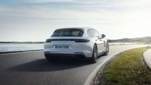 Porsche Panamera Turbo S E-Hybrid Sport Turismo In Action (Video)