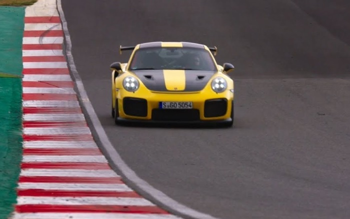 new porsche 911 gt2 rs takes to the track again video geeky gadgets. Black Bedroom Furniture Sets. Home Design Ideas