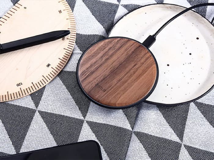 Takiso Walnut Qi Charger
