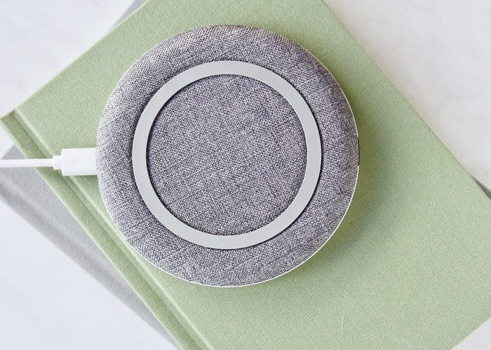 """<iframe width=""""640"""" height=""""360"""" src=""""https://www.kickstarter.com/projects/1202370189/chargeone-the-modern-wireless-charger/widget/video.html"""" frameborder=""""0"""" scrolling=""""no""""> </iframe>"""