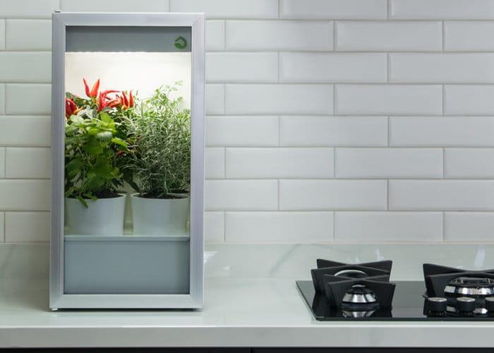 Plantario indoor autonomous smart garden geeky gadgets for Indoor garden design twitter