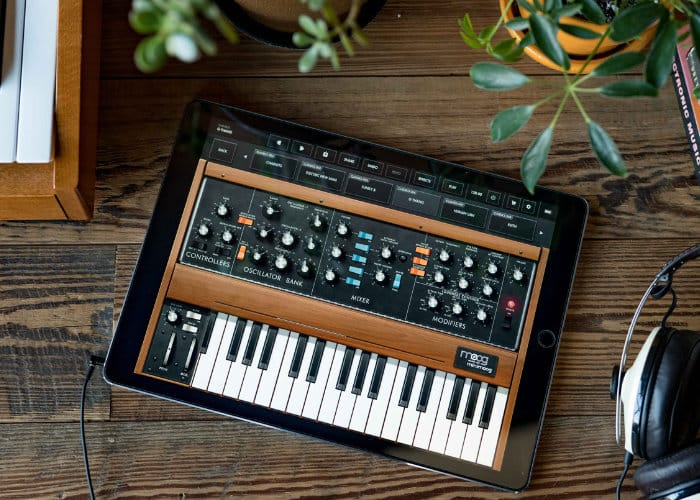 Moog Minimoog Model D iOS Synthesiser App