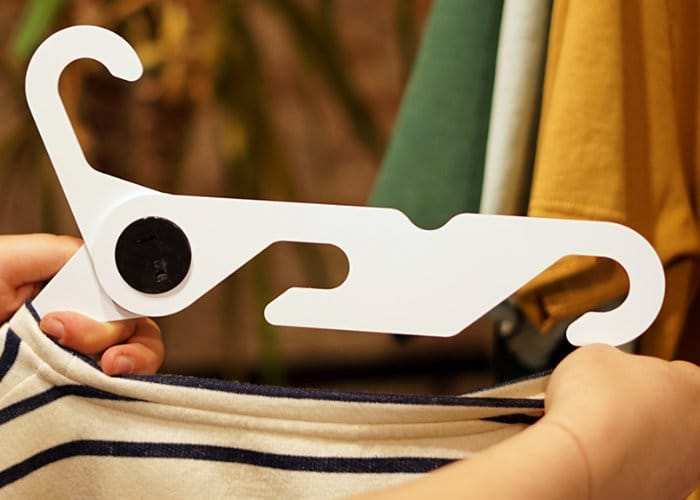 HandyHNGR Folding Clothes Hanger Hits Kickstarter