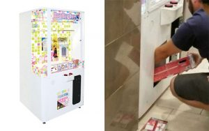 Dad makes toddler climb inside prize machine to steal Nintendo consoles (Video)