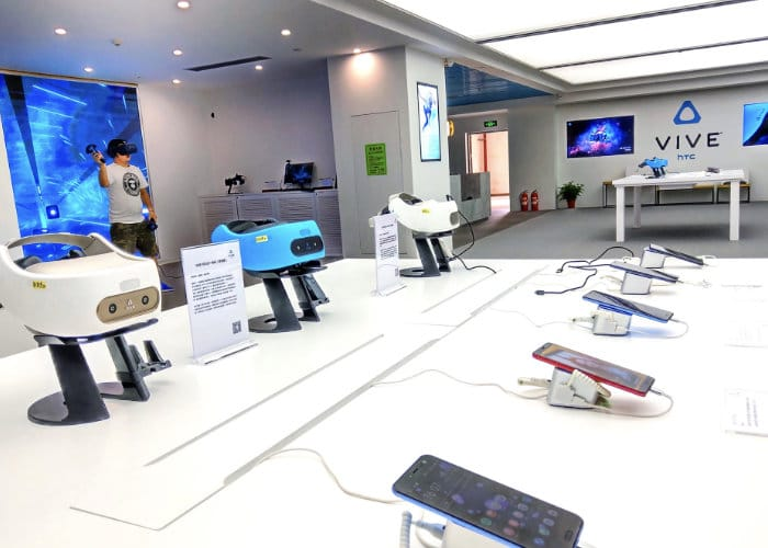 Flagship HTC Vive store opens in China-1