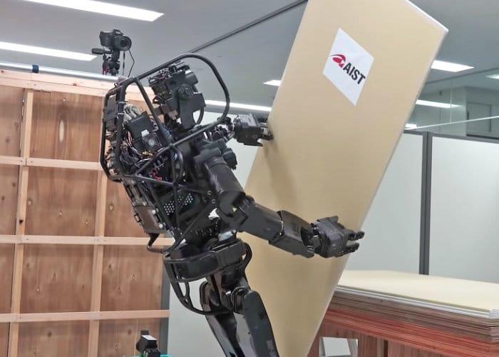 Humanoid construction robot