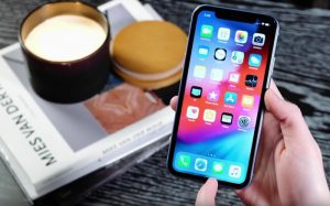 Apple's iPhone XR gets reviewed on Video