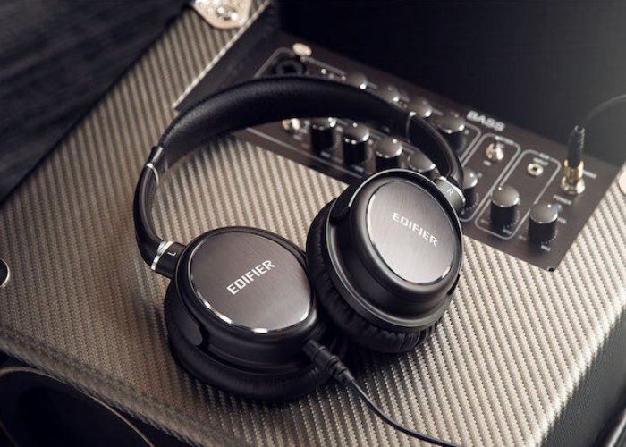 Edifier noise cancelling headphones