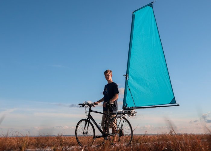 CycleWing bicycle wind propulsion system