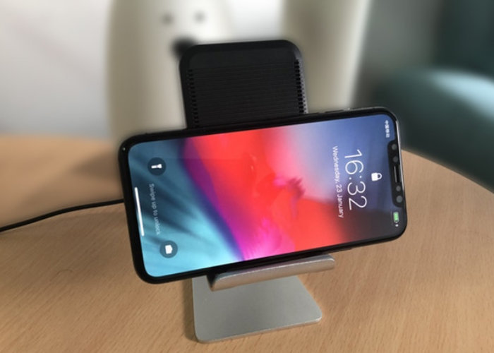 XZE wireless, Qi fast charging, smartphone stand