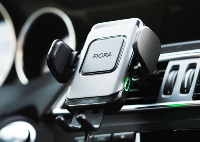 Fiora smartphone car charger