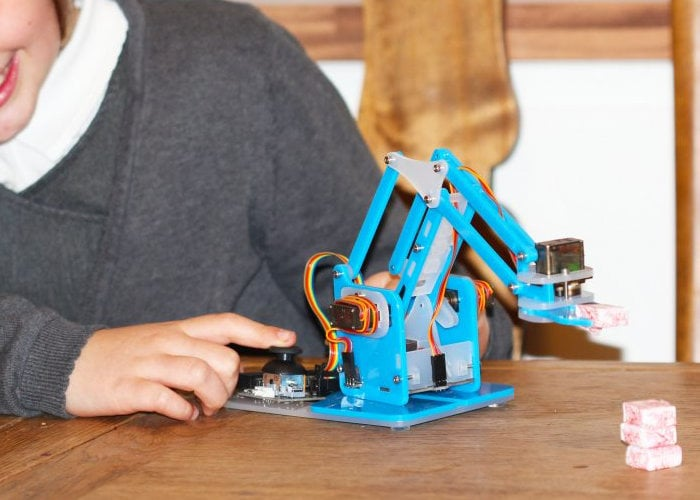 Raspberry Pi robotic arm kits