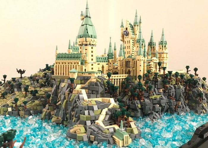 LEGO Hogwarts constructed from over 75,000 bricks - Geeky