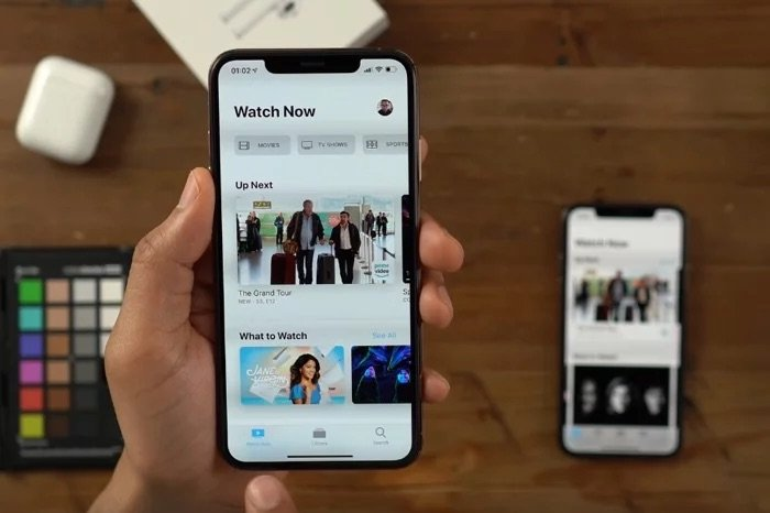 This Is Our First Peek at the iOS 13 Dark Mode